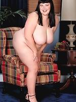 lindsay lohan and jessica simpson boobs