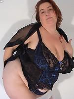 hot girls with big round boobs