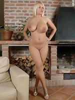 tuxedo jennifer love hewitt boobs