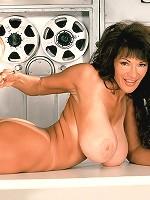 mature elder clevage tit boobs pics