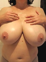 moms showing boobs and pussy