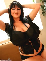 mardi gras bib boobs flasher