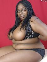 how big are stephanie abrams boobs