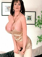 khloe kardashian flashing boobs on camera