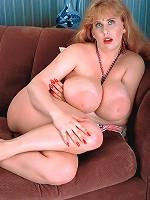 big boobs model d hickey