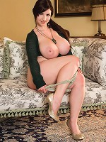 hot mums with big boobs