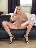 big boobs model daire hickey